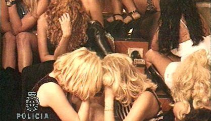 Redada policial en un local de prostitución.