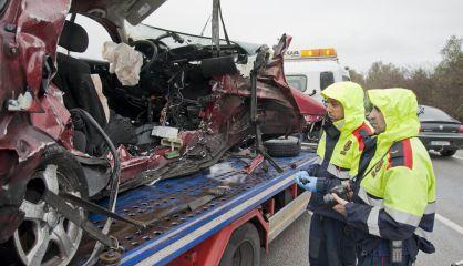 Estado de uno de los coches tras el accidente.
