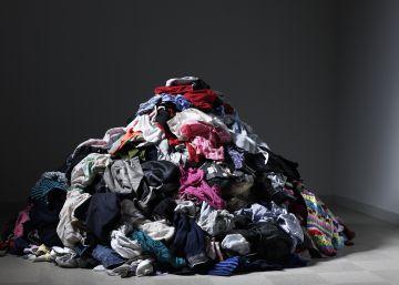 ¿Cuánta gente cae para que usted tenga montañas de ropa?