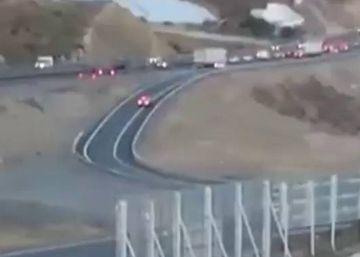 La DGT graba a un conductor dando marcha atrás en una incorporación a la autopista