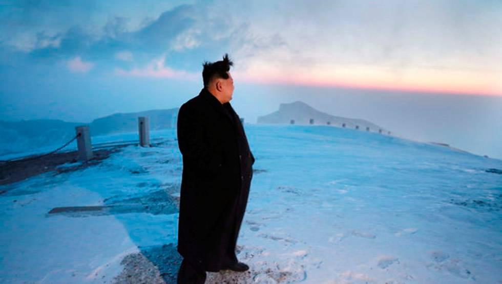 O ditador Kim Jong-Um no topo do vulcão Paektu.