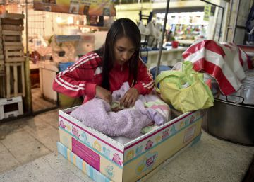 ¿Por qué bebés de todo el mundo duermen en cajas?