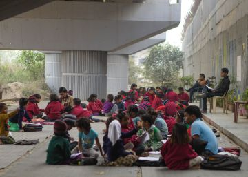 Escuela gratuita bajo el metro