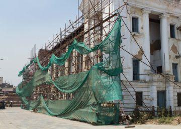Nepal trata de salir de los escombros