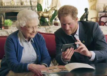 Isabel II y su nieto Harry responden con un vídeo en Twitter a un reto de los Obama