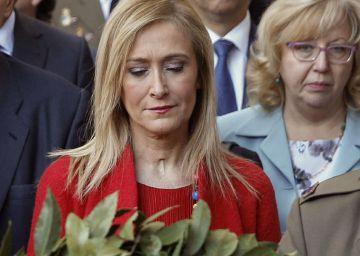 La presidenta de la Comunidad de Madrid, Cristina Cifuentes, ha rendido homenaje a los 43 caídos durante el levantamiento de 1808 contra las fuerzas napoleónicas