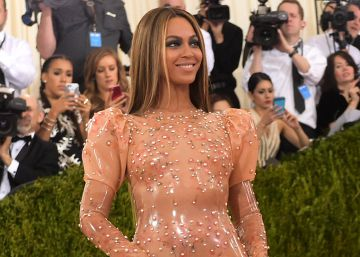 Gala MET 2016: Beyoncé, envuelta en látex y sin Jay-Z