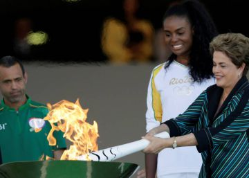 La llama olímpica aterriza en Brasil