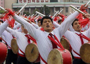 Desfile multitudinario en Corea del Norte