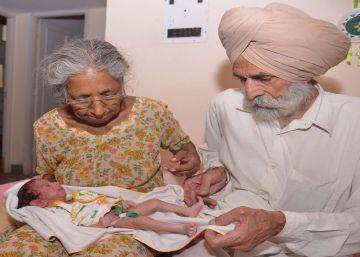 Un matrimonio de septuagenarios tiene un hijo en India