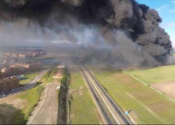El incendio del cementerio de ruedas de Seseña, a vista de dron