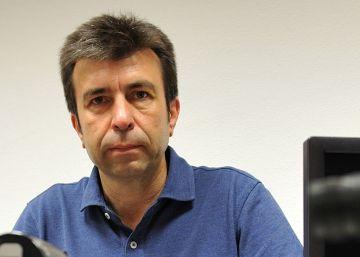 Un científico gana un premio y dona 20.000 euros a estudiantes brillantes