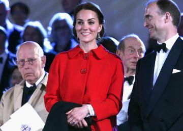 Kate Middleton usa un abrigo de Zara y este se agota en 48 horas