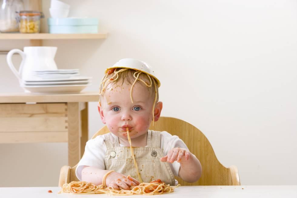 baby led weaning mi beb de nueve meses come paella y macarrones actualidad el pa s. Black Bedroom Furniture Sets. Home Design Ideas