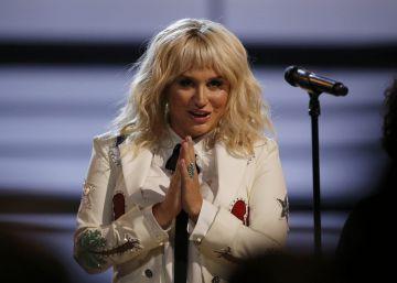 Kesha actúa en los Billboard a pesar de la prohibición de su productor
