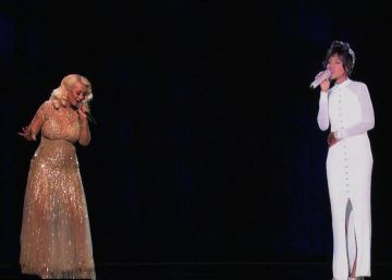 Christina Aguilera 'resucita' a Whitney Houston
