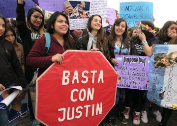 Cientos de 'beliebers' se manifiestan contra el Gobierno en Argentina