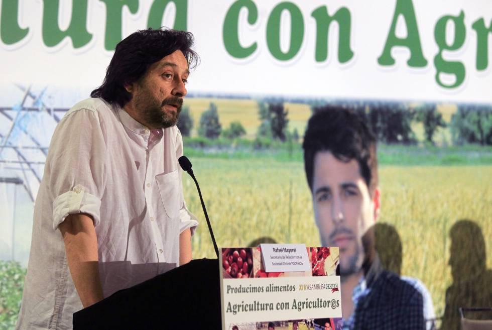 El dirigente de Podemos Rafa Mayoral, durante su intervención en la XIV Asamblea General que la Coordinadora de Organizaciones de Agricultores y Ganaderos.