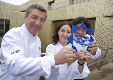 Los chefs Joan Roca, Elena Arzak y Gastón Acurio, en febrero pasado tras la presentación del premio mundial Basque Culinary.