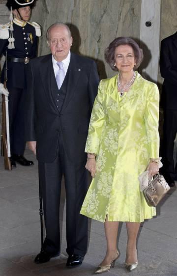 El rey Juan Carlos I y la reina Sofía en el 70 cumpleaños del rey sueco Carlos Gustavo.