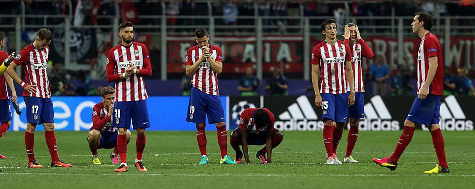 Los jugadores del Atlético de Madrid al final de la tanda de penaltis.