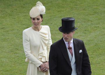Los duques de Cambridge desoyen las críticas y viajan en otro helicóptero