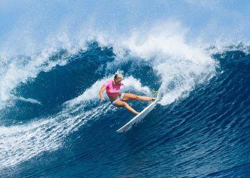 Una surfista sin un brazo gana a la seis veces campeona del mundo