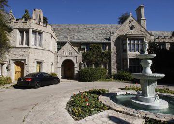 El vecino de Hugh Hefner compra la mansión Playboy