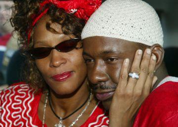 """Bobby Brown: """"La primera vez que vi a Whitney tomar cocaína fue en nuestra boda"""""""