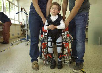 Investigadores españoles crean el primer exoesqueleto para niños con atrofia muscular espinal