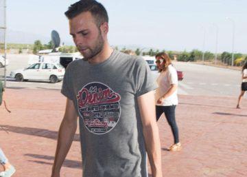 El joven condenado por pagar 80 euros con una tarjeta falsa pertenecía a una banda criminal según el juez