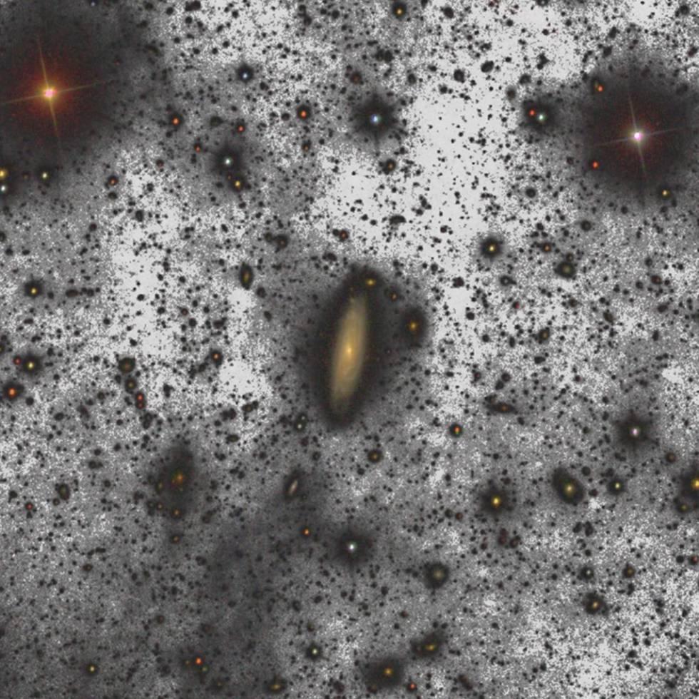 Halo de aproximadamente cuatro mil millones de estrellas alrededor de la galaxia UGC00180.