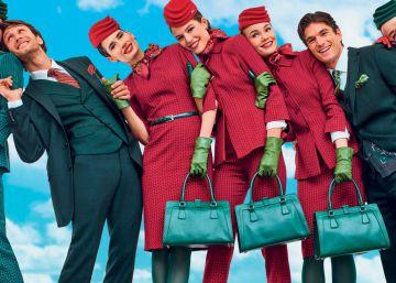El 'incendiario' uniforme de las azafatas de Alitalia