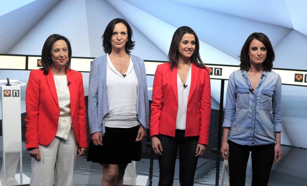 """Margarita Robles, Carolina Bescansa, Inés Arrimadas y Andrea Levy momentos antes de participar en el debate """"Las mujeres primero""""."""