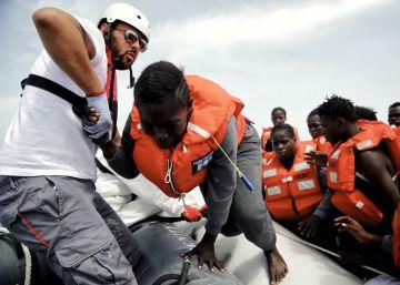 Rescate de un segundo bote por el barco de MSF Dignity I