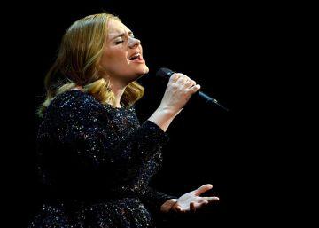 Adele llora en directo al recordar a las víctimas de Orlando