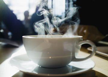 """Ingerir bebidas muy calientes """"probablemente"""" cause cáncer, según la OMS"""