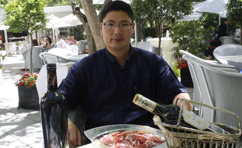 El presidente de los empresarios chinos en Madrid, Chen Shengli, en el Ritz.