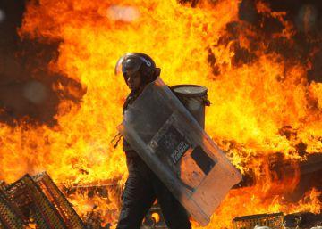 Profesores y policías se enfrentan en Oaxaca