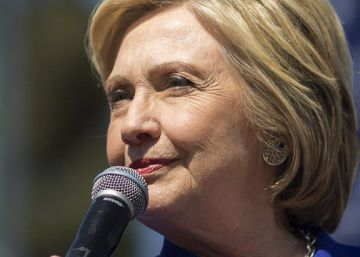 Five women and five answers about the lack of enthusiasm for Clinton