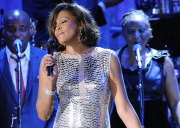 Intentan impedir la subasta del Emmy de Whitney Houston