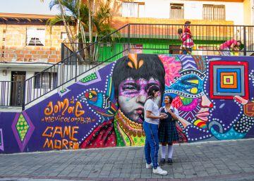 Un grafitti en la Comuna 13 de Medellín, donde Casa Kolacho trabaja por reducir la violencia con la cultura hip hop como única arma