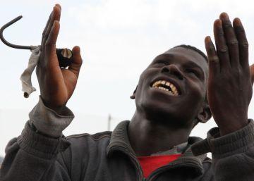30 inmigrantes saltan la valla de Melilla
