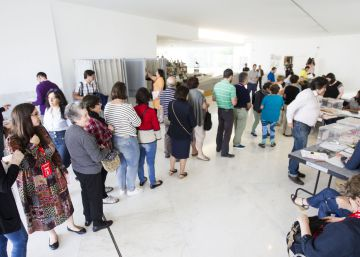 Voter turnout hits lowest point at 6pm since return of democracy to Spain