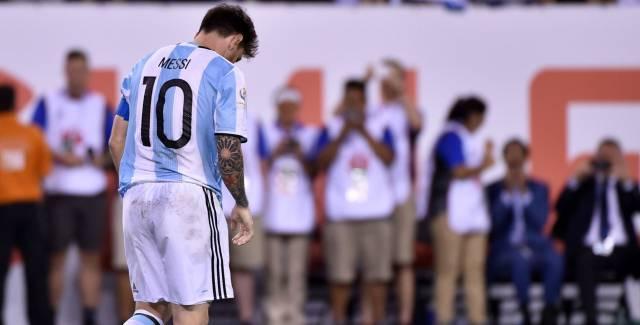 Messi abatido tras perder la final.