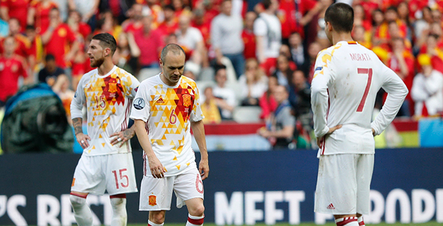 Ramos, Iniesta y Morata, cabizbajos tras el 1-0.