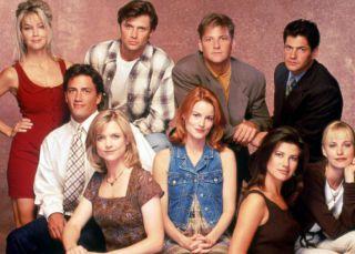 ¿Qué fue de los actores de la serie más pirada de los 90?