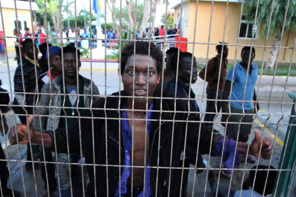 Un grupo de entre 25 y 30 subsaharianos logran saltar la valla y llegar a Melilla.