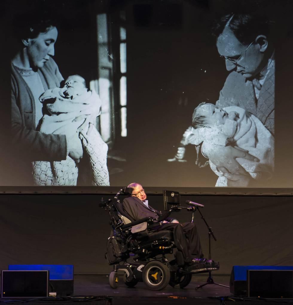 """Hawking: """"Não acredito que viveremos mais 1.000 anos sem ter que deixar este planeta"""""""