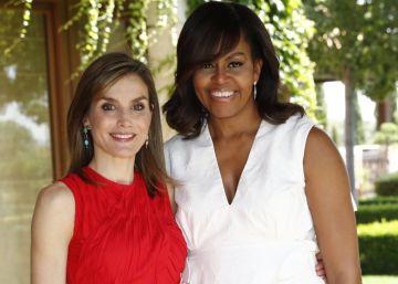 Michelle Obama, con el vestido de Delpozo y la Reina, de Nina Ricci.